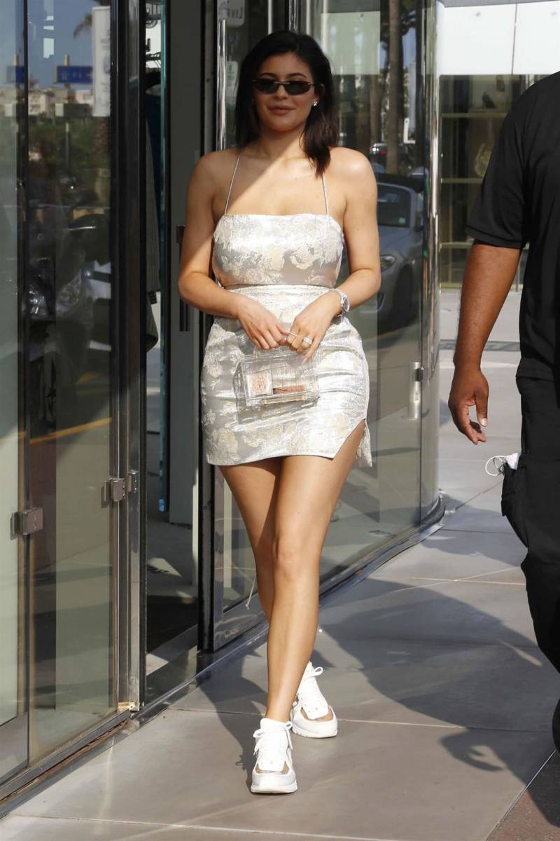 9da168d86a0e Kylie Jenner Hits Three Bag Trends in One | PurseBop