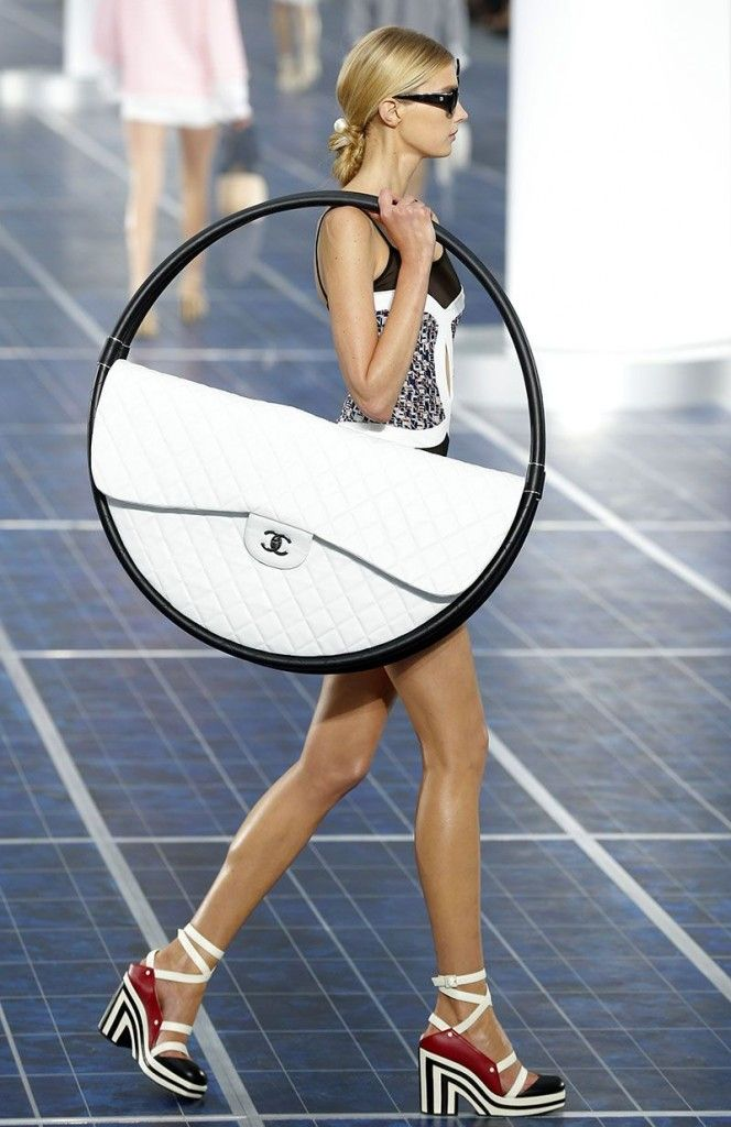 chanel-hula-hoop-bag