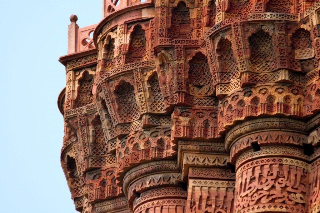 Closer view of the Qutub Minar 's balcony's carvings.