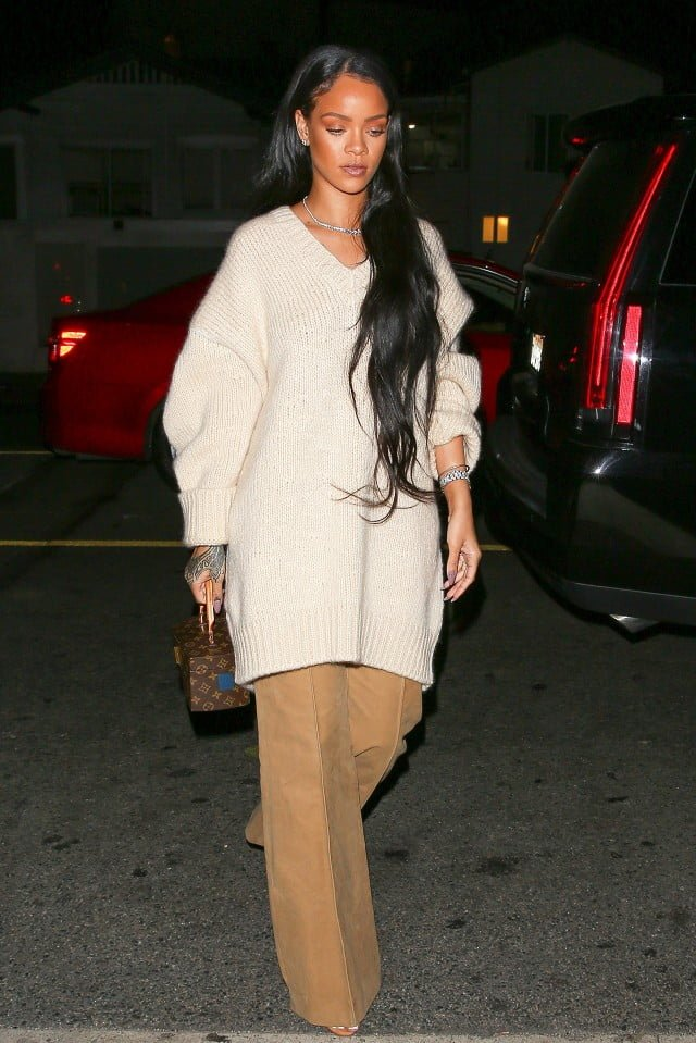this-is-a-completely-different-look-for-rihanna-1906097-1474041994.640x0c