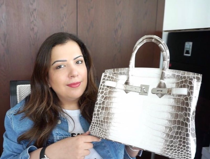 @howshespendsit poses with her Himalayan Birkin