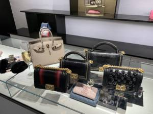 Chanel chicago new store opening Chanel Boy Handle lizard Gris Tourterelle Birkin 25